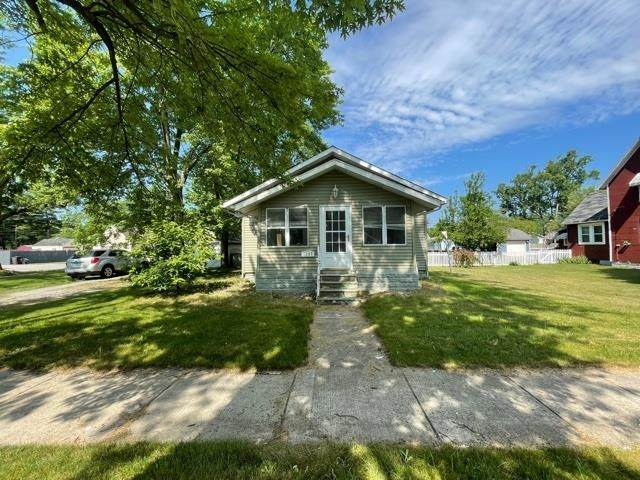 1207 Columbian Avenue, Elkhart, IN 46514 (MLS #202124237) :: Aimee Ness Realty Group
