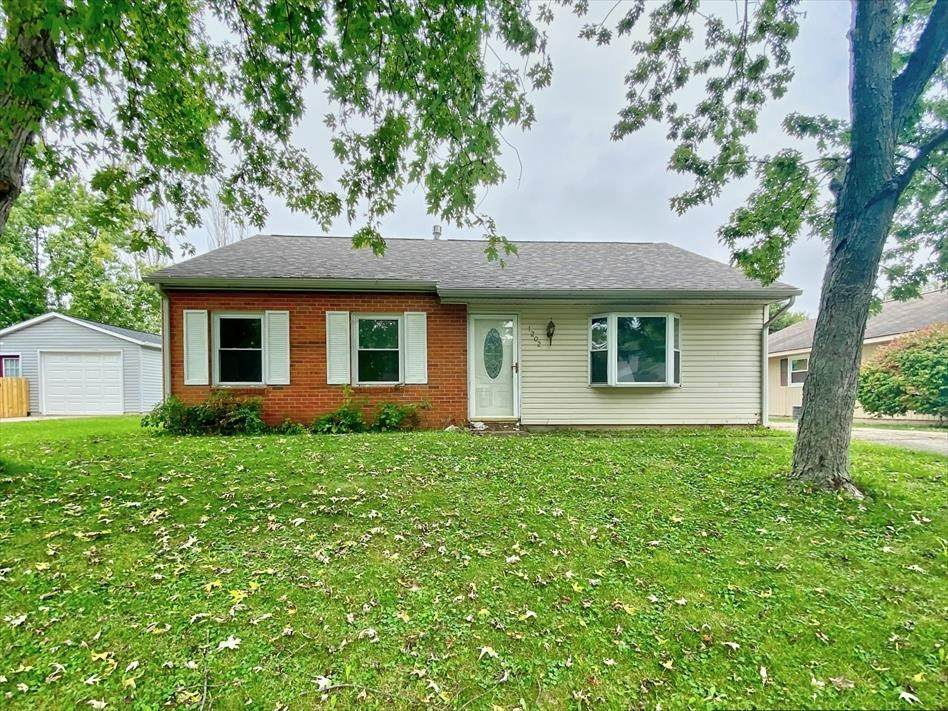 1202 Moccasin Trail - Photo 1