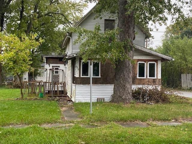 1512 Leer Street, South Bend, IN 46613 (MLS #202144730) :: Aimee Ness Realty Group
