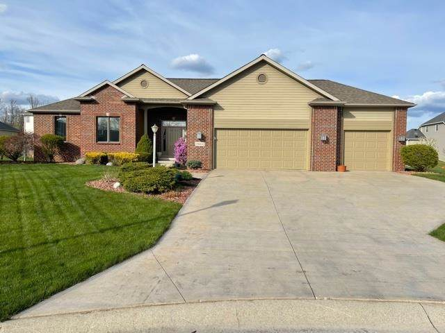 13024 Tuscany Way, Fort Wayne, IN 46845 (MLS #202113670) :: Hoosier Heartland Team | RE/MAX Crossroads