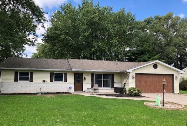 103 Abbot Dr, Fremont, IN 46737 (MLS #201840430) :: The ORR Home Selling Team