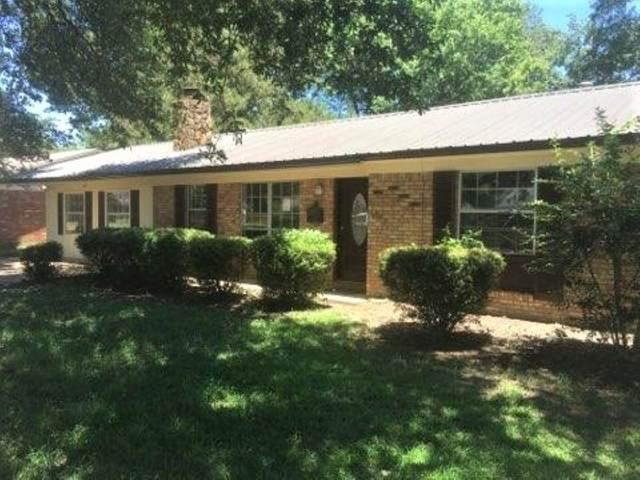 1002 Medallion Dr, Greenwood, MS 38930 (MLS #332607) :: RE/MAX Alliance