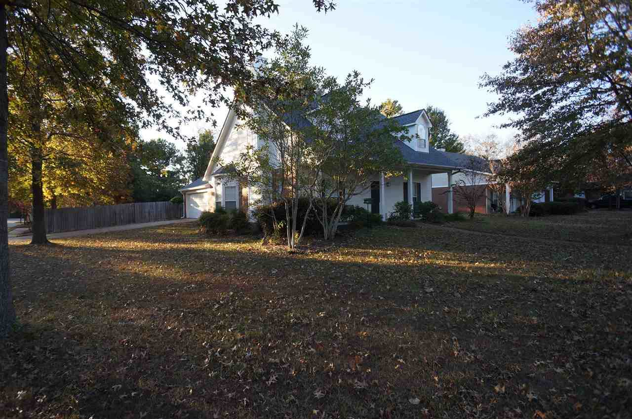 400 Spring Hill Dr - Photo 1