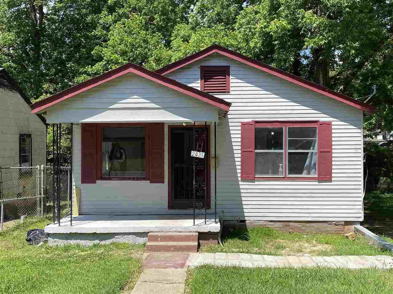 2431 Morton Ave - Photo 1