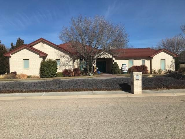 2104 Plains, Hereford, TX 79045 (MLS #202170) :: Triangle Real Estate