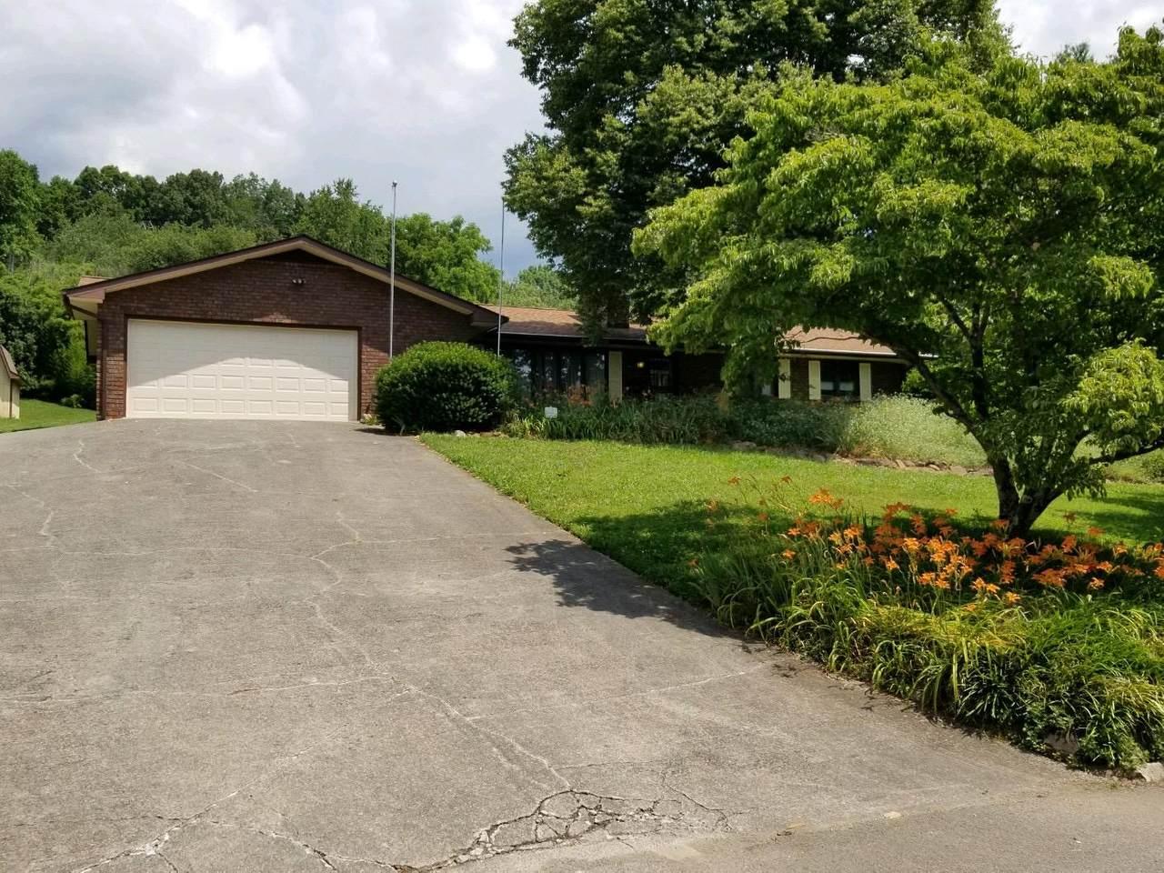 210 Lakeview Lane - Photo 1