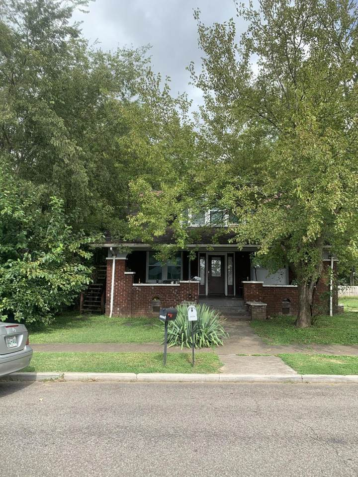 2423 Parkview Ave - Photo 1