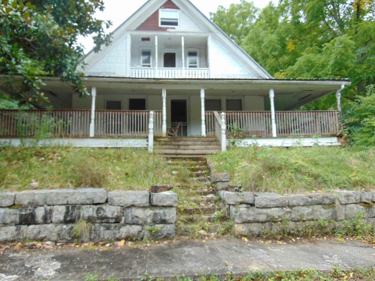 303 Colwyn Ave. - Photo 1