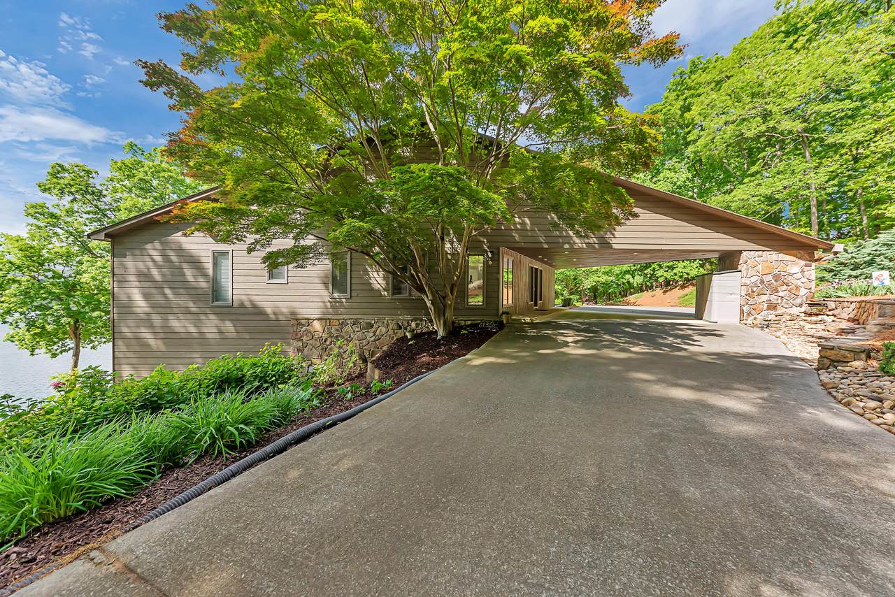 1811 Harbour View Drive - Photo 1