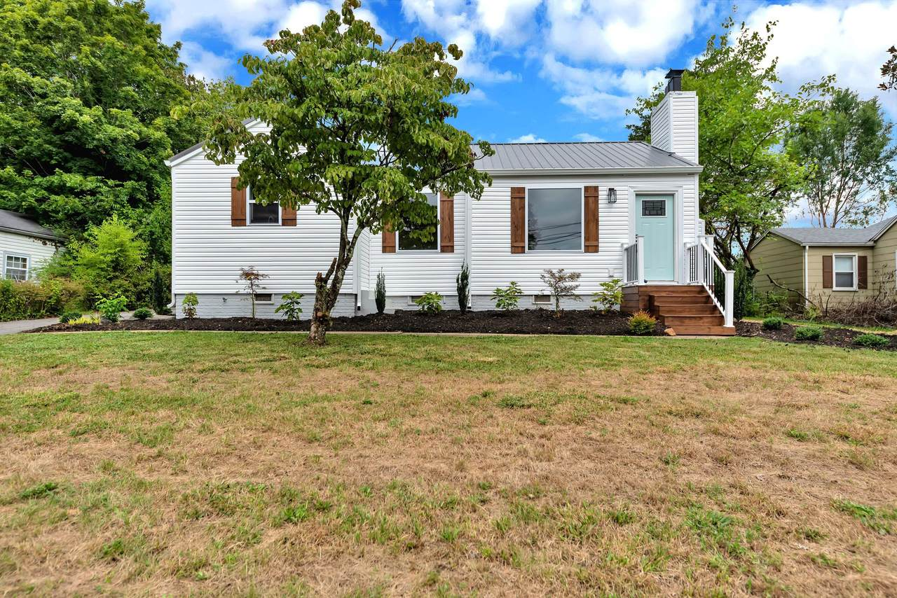 109 Colonial Drive - Photo 1