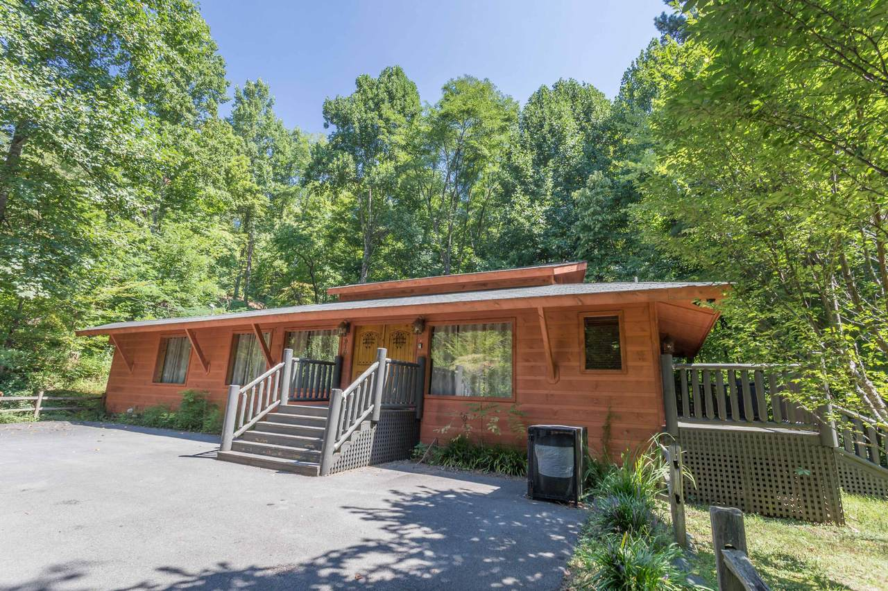 910 Foothills Drive - Photo 1