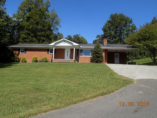 1549 N Charles G Seivers Blvd, Clinton, TN 37716 (#1081216) :: Billy Houston Group