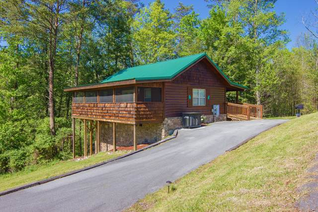 2015 Piney Overlook Lane, Pigeon Forge, TN 37862 (#1140860) :: Catrina Foster Group