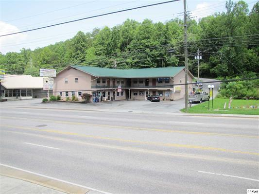 815 East Parkway Pkwy, Gatlinburg, TN 37738 (#1011128) :: The Terrell Team