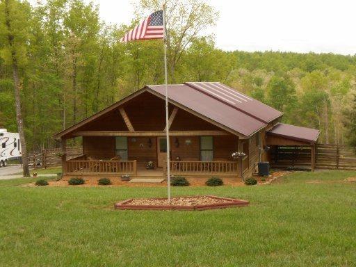 204 Lonesome Pine Lane, Jamestown, TN 38556 (#1024996) :: Shannon Foster Boline Group