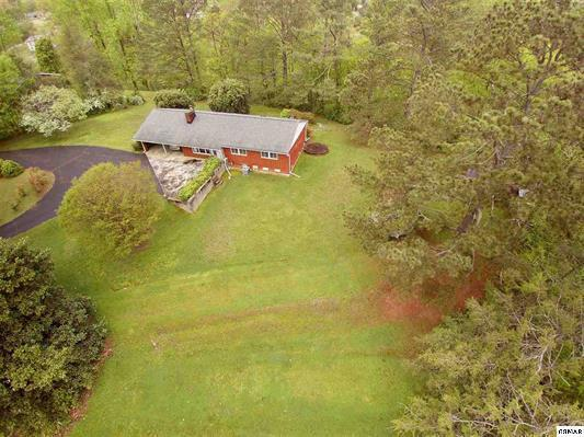 209 N Riverview Circle, Sevierville, TN 37862 (#1043198) :: The Terrell Team