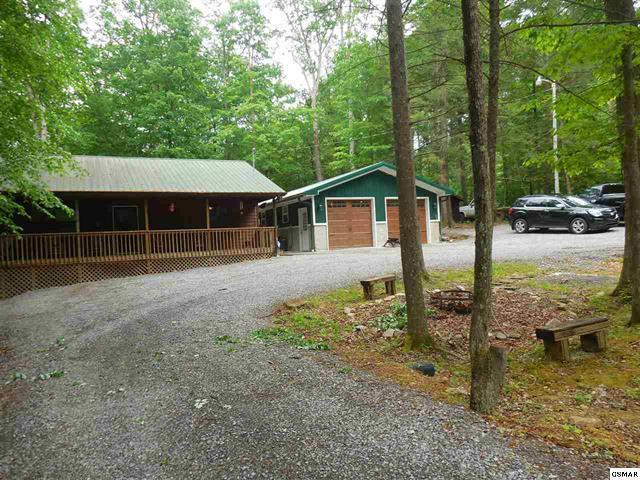 3390 Laurelwood Rd, Cosby, TN 37722 (#1044215) :: Shannon Foster Boline Group