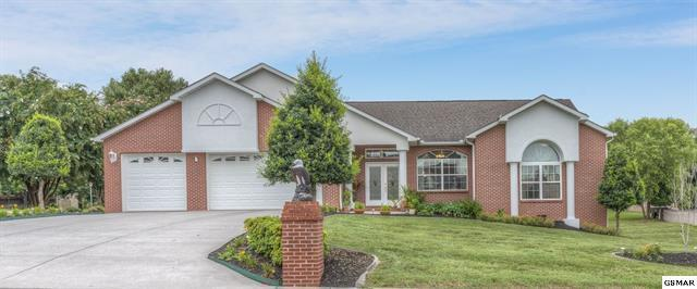 615 Riverbrook Drive, Sevierville, TN 37862 (#1051415) :: The Terrell Team