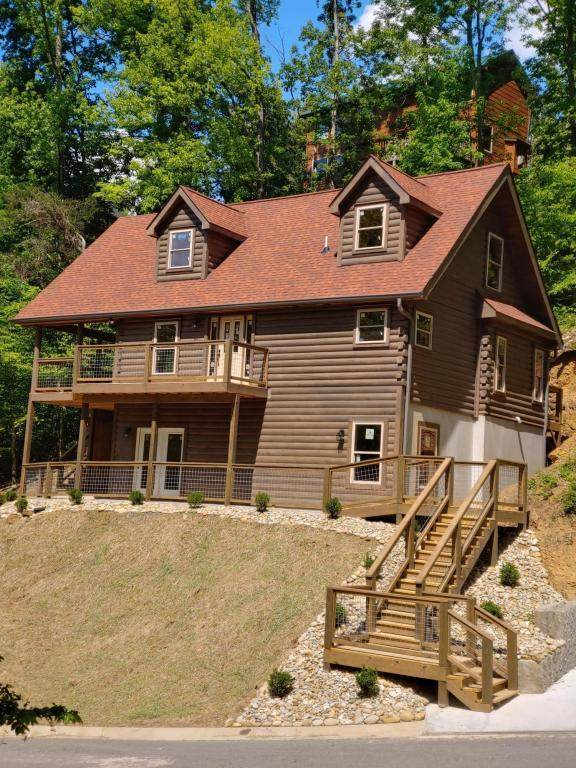 Alpine Mountain Way, Pigeon Forge, TN 37863 (#1117160) :: Venture Real Estate Services, Inc.