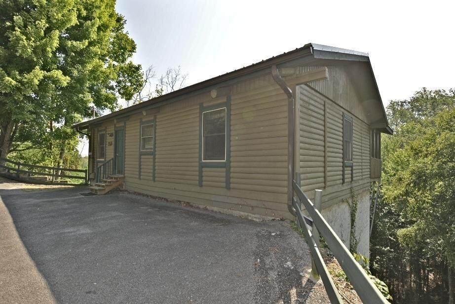1023 Twin Oaks Rd - Photo 1