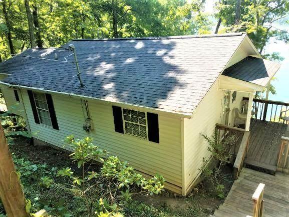 258 Hiwassee Drive, Jacksboro, TN 37757 (#1163969) :: Catrina Foster Group