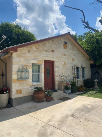 404 Coleman St, Kerrville, TX 78028 (MLS #104003) :: The Glover Homes & Land Group