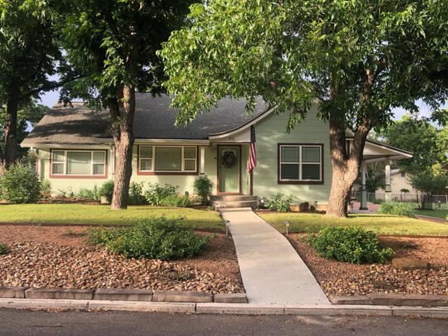 916 Prescott St, Kerrville, TX 78028 (MLS #104230) :: The Glover Homes & Land Group