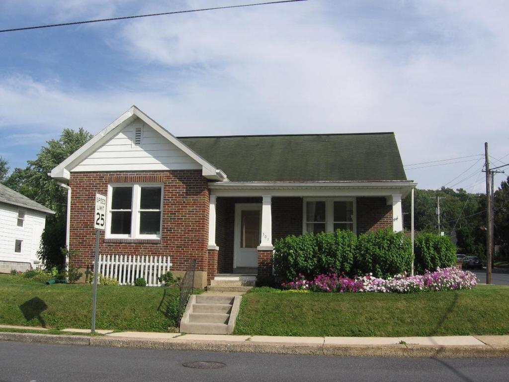 301 Washington Avenue, Ephrata, PA 17522 (MLS #253329) :: The Craig Hartranft Team, Berkshire Hathaway Homesale Realty