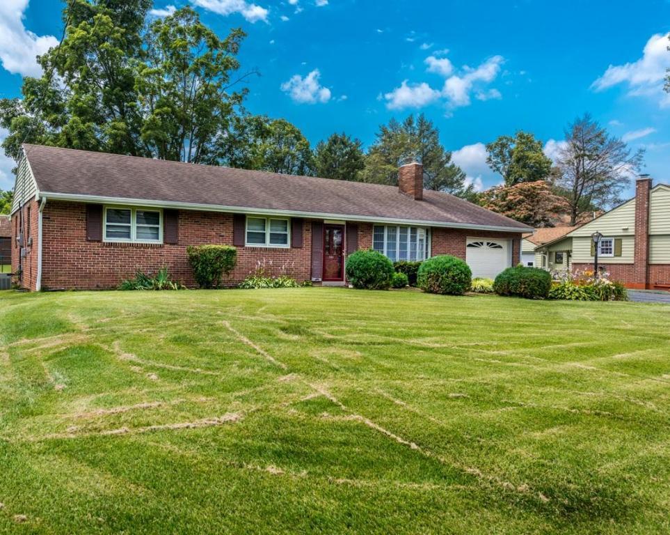 844 Martin Avenue, Ephrata, PA 17522 (MLS #253809) :: The Craig Hartranft Team, Berkshire Hathaway Homesale Realty