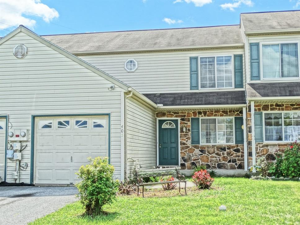405 Parklawn Court, Lancaster, PA 17601 (MLS #255330) :: The Craig Hartranft Team, Berkshire Hathaway Homesale Realty