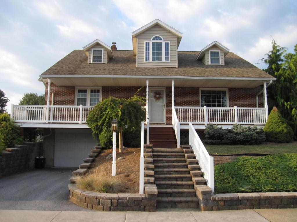 121 W Chestnut Street, Cleona, PA 17042 (MLS #255856) :: The Craig Hartranft Team, Berkshire Hathaway Homesale Realty