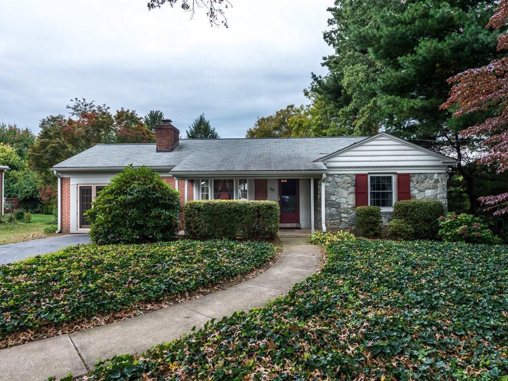 204 Eisenhower Boulevard, Lancaster, PA 17603 (MLS #257356) :: The Craig Hartranft Team, Berkshire Hathaway Homesale Realty