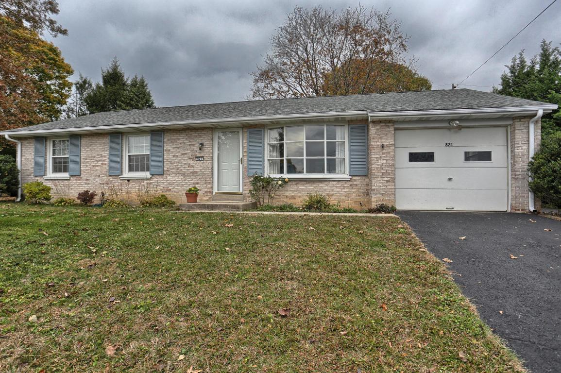821 Imperial Drive, Lancaster, PA 17601 (MLS #258108) :: The Craig Hartranft Team, Berkshire Hathaway Homesale Realty