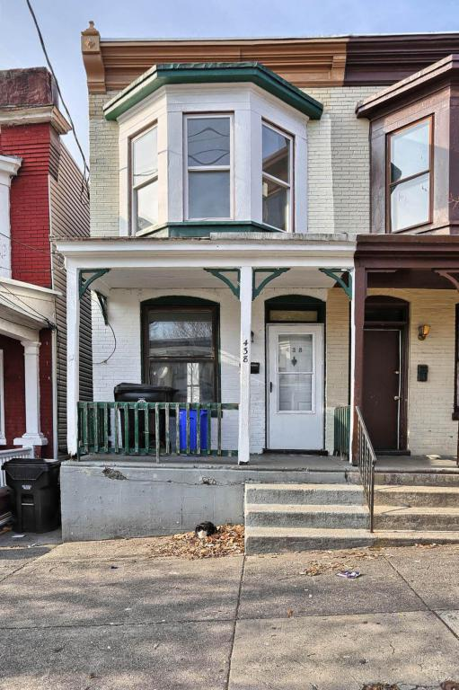 438 Crescent Street, Harrisburg, PA 17104 (MLS #260608) :: The Craig Hartranft Team, Berkshire Hathaway Homesale Realty