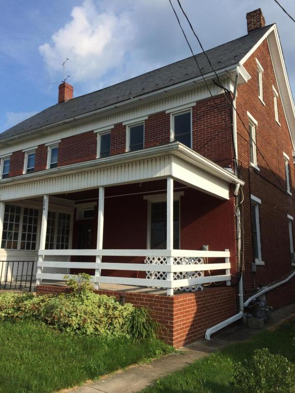204 W High, Red Lion, PA 17356 (MLS #268546) :: The Craig Hartranft Team, Berkshire Hathaway Homesale Realty