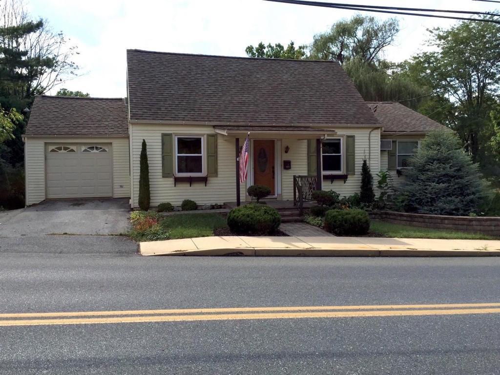 256 S Spruce Street, Elizabethtown, PA 17022 (MLS #251011) :: The Craig Hartranft Team, Berkshire Hathaway Homesale Realty