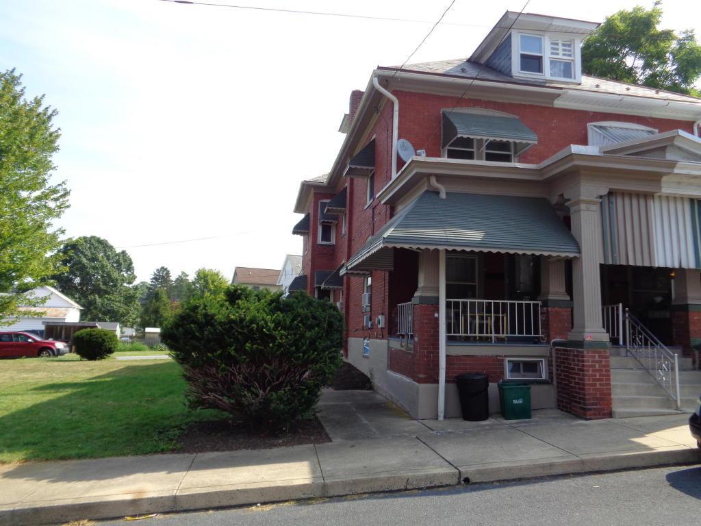 48 E Chestnut Street, Ephrata, PA 17522 (MLS #255878) :: The Craig Hartranft Team, Berkshire Hathaway Homesale Realty