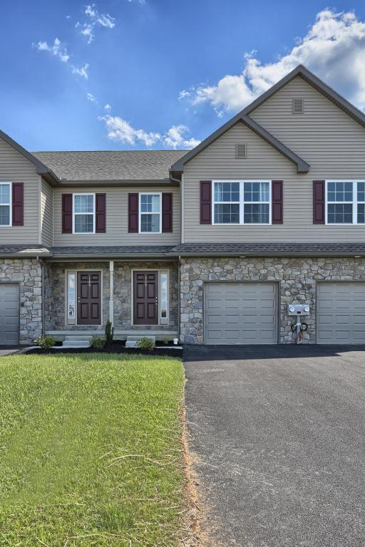 145 Linda Sue Lane #31, Myerstown, PA 17067 (MLS #256187) :: The Craig Hartranft Team, Berkshire Hathaway Homesale Realty