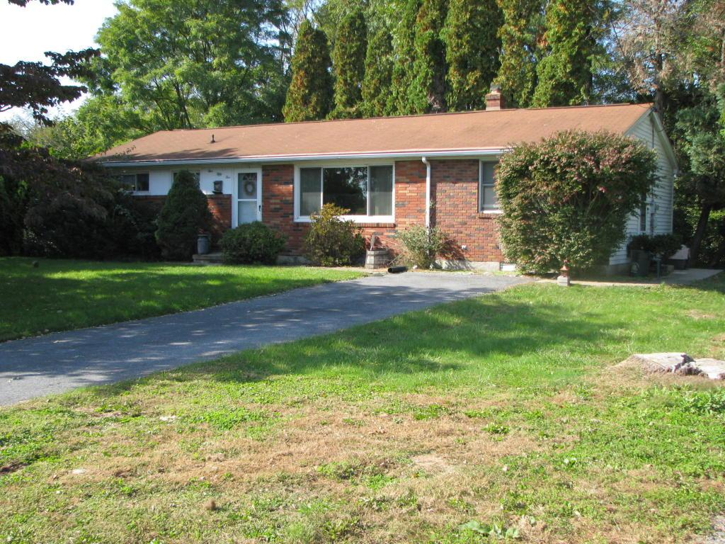555 E Pine Street, Cleona, PA 17042 (MLS #253895) :: The Craig Hartranft Team, Berkshire Hathaway Homesale Realty