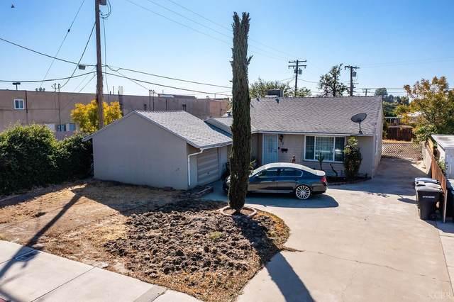 807 W Grangeville Boulevard, Hanford, CA 93230 (#222944) :: Robyn Icenhower & Associates