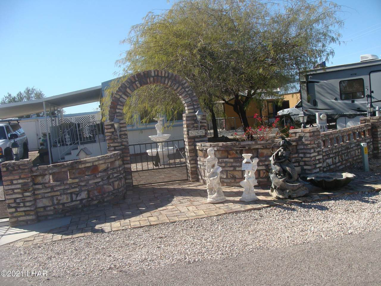 695 Desert Dr - Photo 1