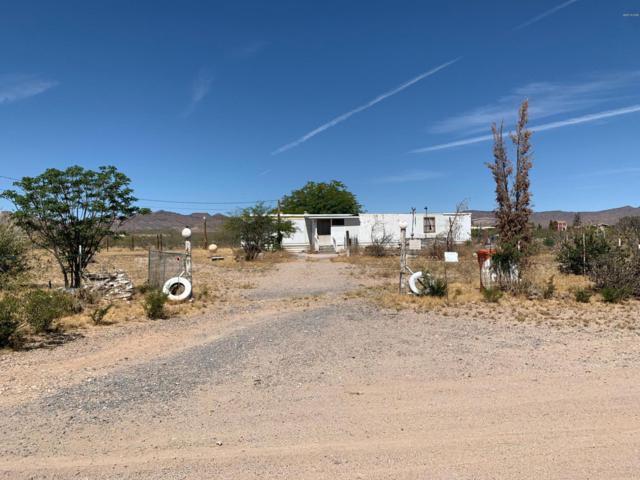 661 S Elfrida Rd, Golden Valley, AZ 86413 (MLS #1007095) :: The Lander Team