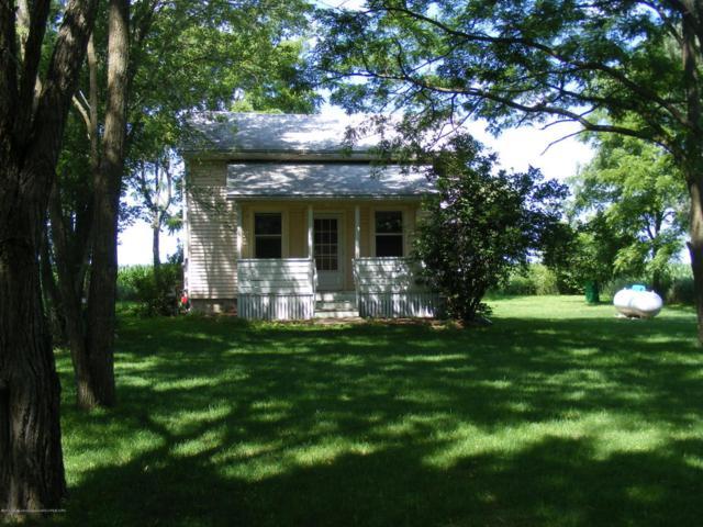 2700 Gale Road, Eaton Rapids, MI 48827 (MLS #227980) :: Real Home Pros