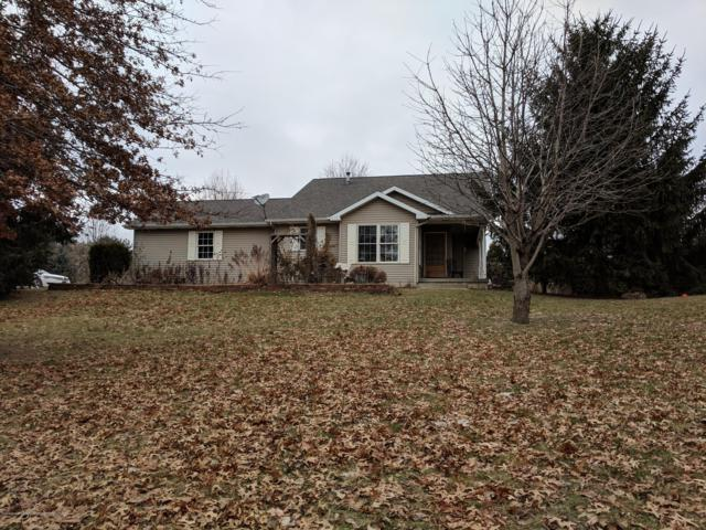 6445 S Forest Hill Road, St. Johns, MI 48879 (MLS #233265) :: Real Home Pros