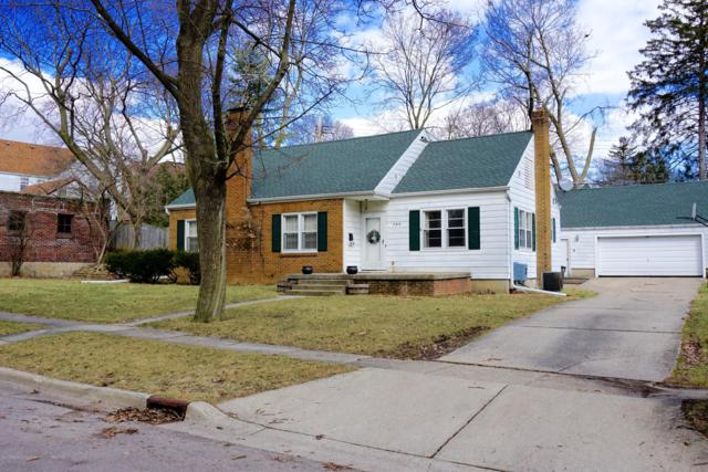 350 Chesterfield Parkway, East Lansing, MI 48823 (MLS #234664) :: Real Home Pros