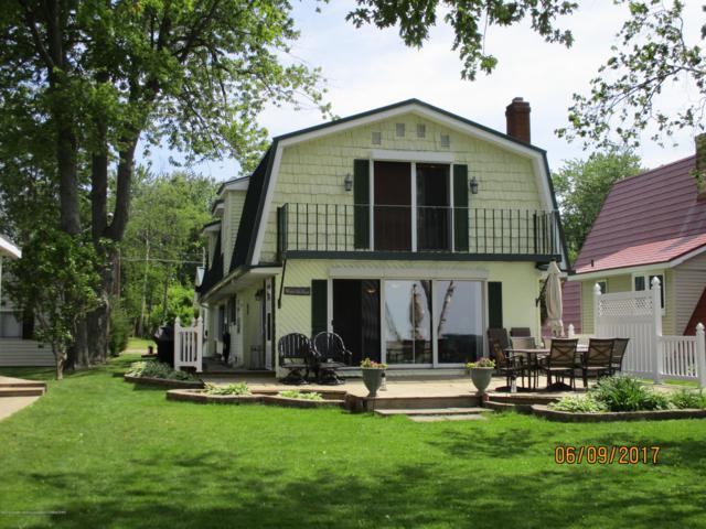 1001 N North Shore Drive, Springport, MI 49284 (MLS #236233) :: Real Home Pros