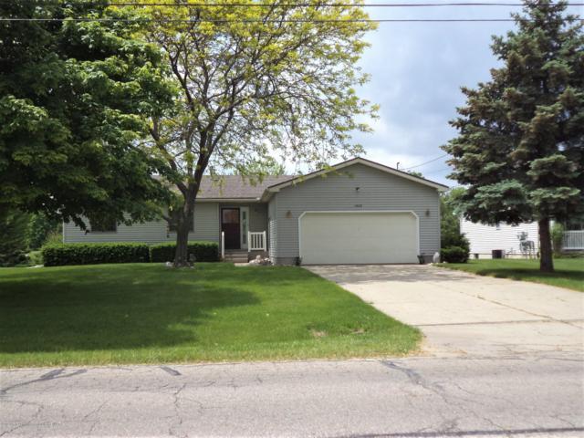 1408 S Lansing Street, St. Johns, MI 48879 (MLS #237683) :: Real Home Pros