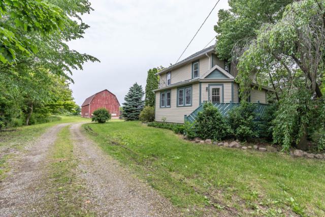 1752 W Walker, St. Johns, MI 48879 (MLS #237693) :: Real Home Pros