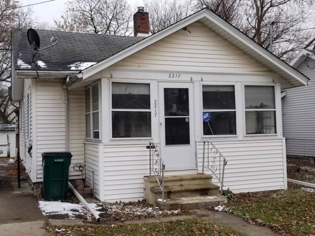 2217 Forest Avenue, Lansing, MI 48910 (MLS #243232) :: Real Home Pros