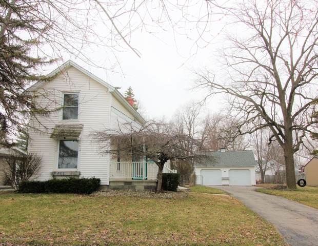 904 S Oakland Street, St. Johns, MI 48879 (MLS #245028) :: Real Home Pros